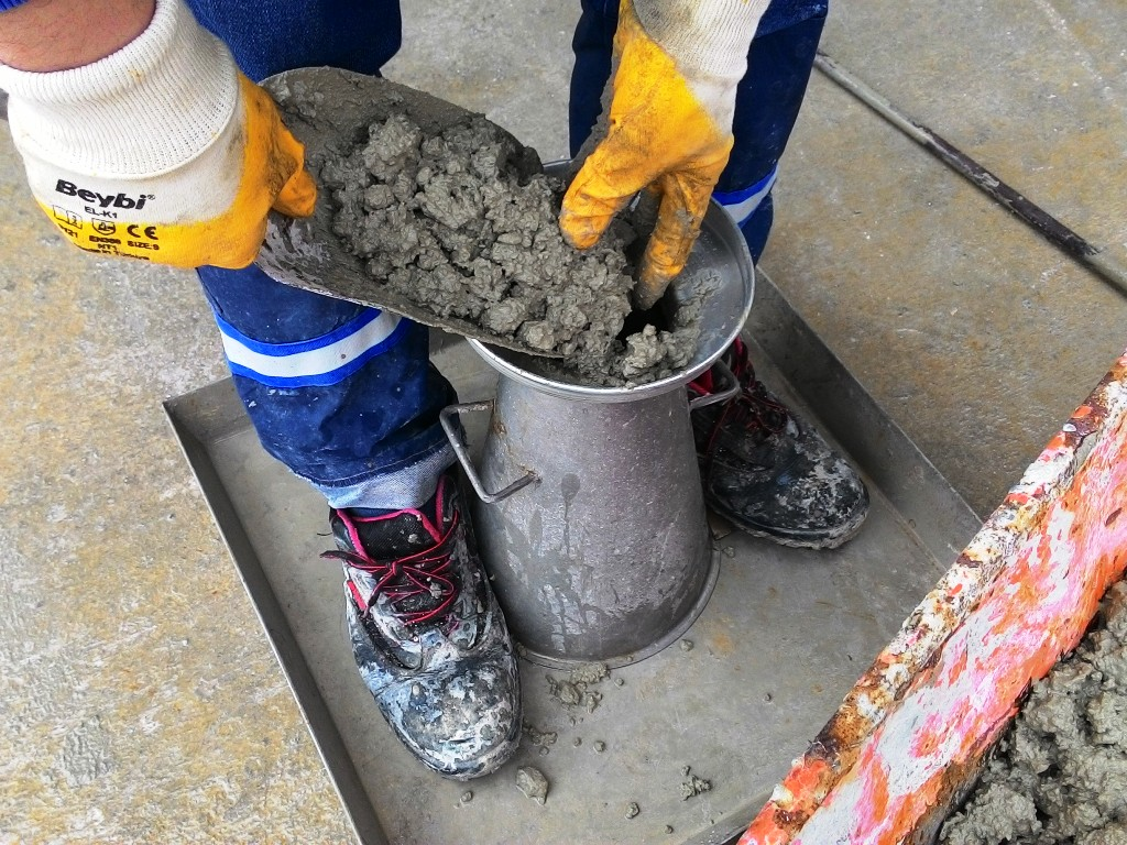 Проверка подвижности бетонной смеси