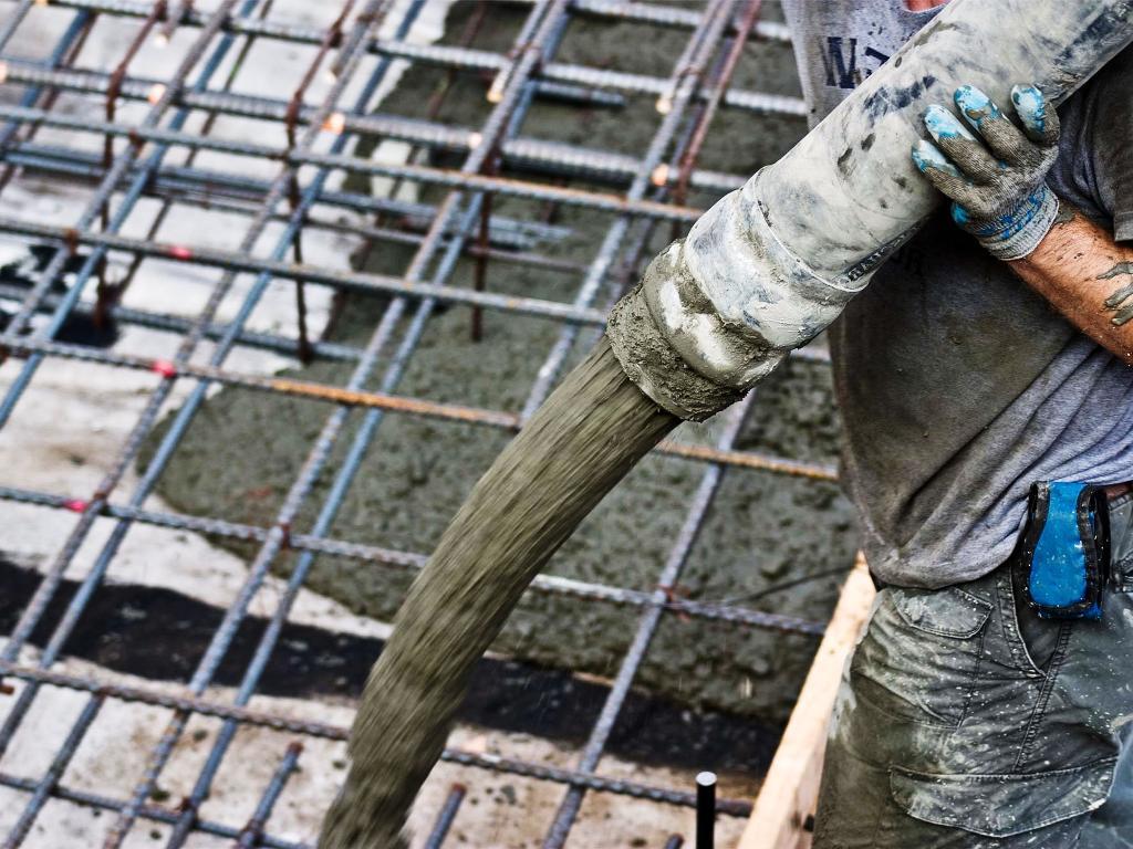 Прием бетона с помощью бетононасоса