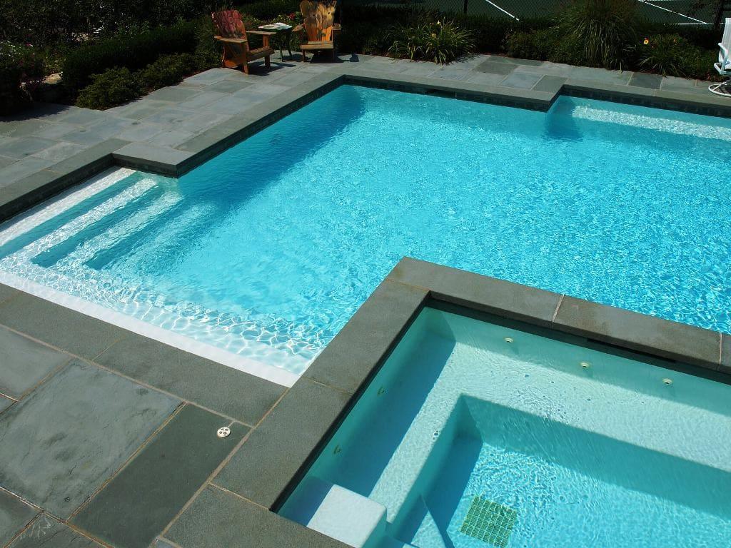 Уличный бетонный бассейн