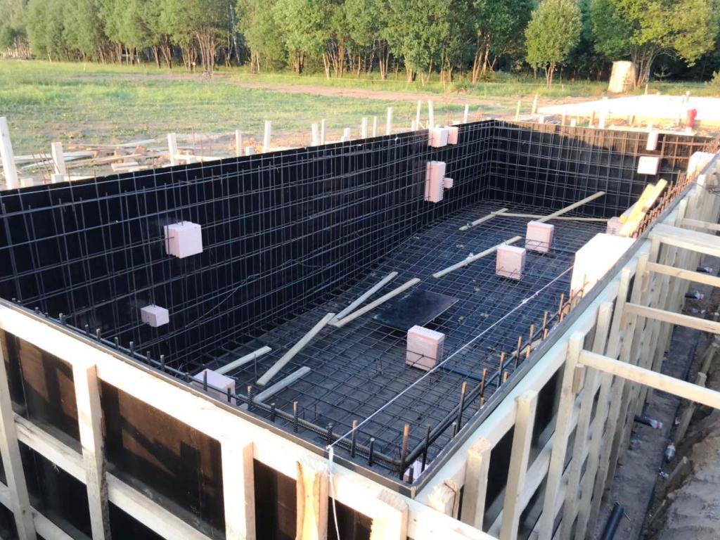 Установка закладных элементов в бассейне