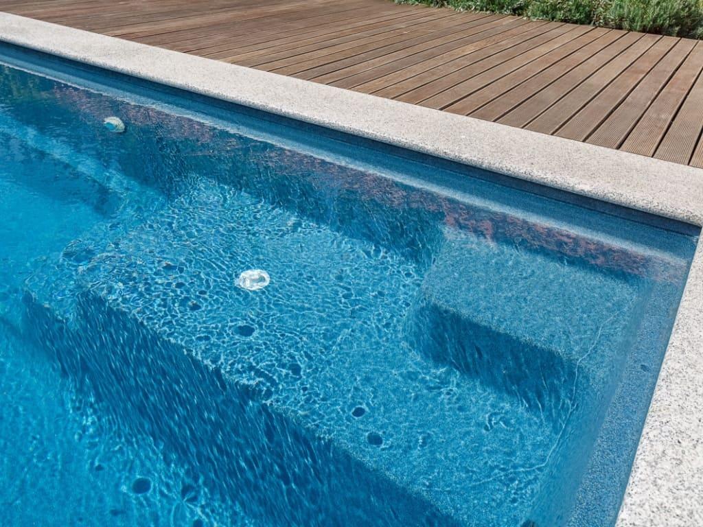 Цвет чаши бассейна Blue Saphire