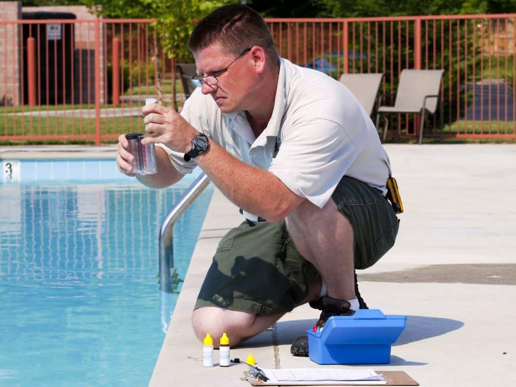 Проверка уровня pH и содержания хлора в воде