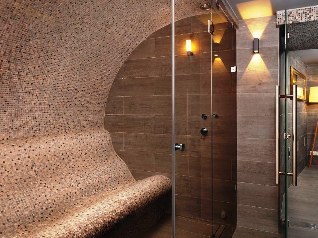 Небольшой хамам в квартире в ванной