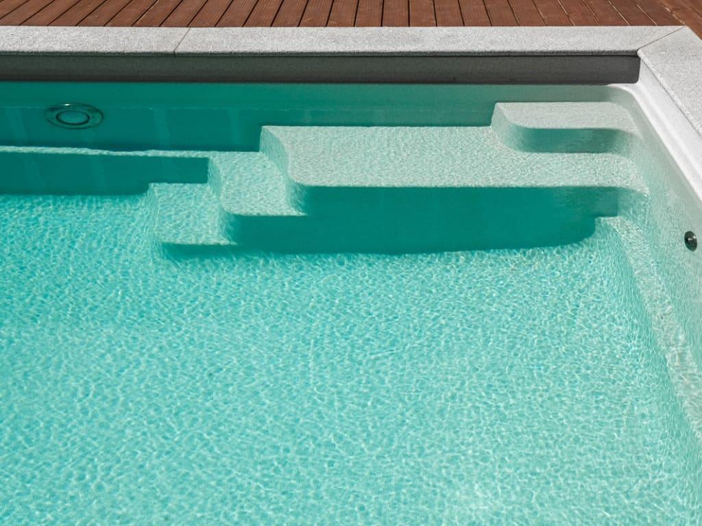 Лестница композитного бассейна