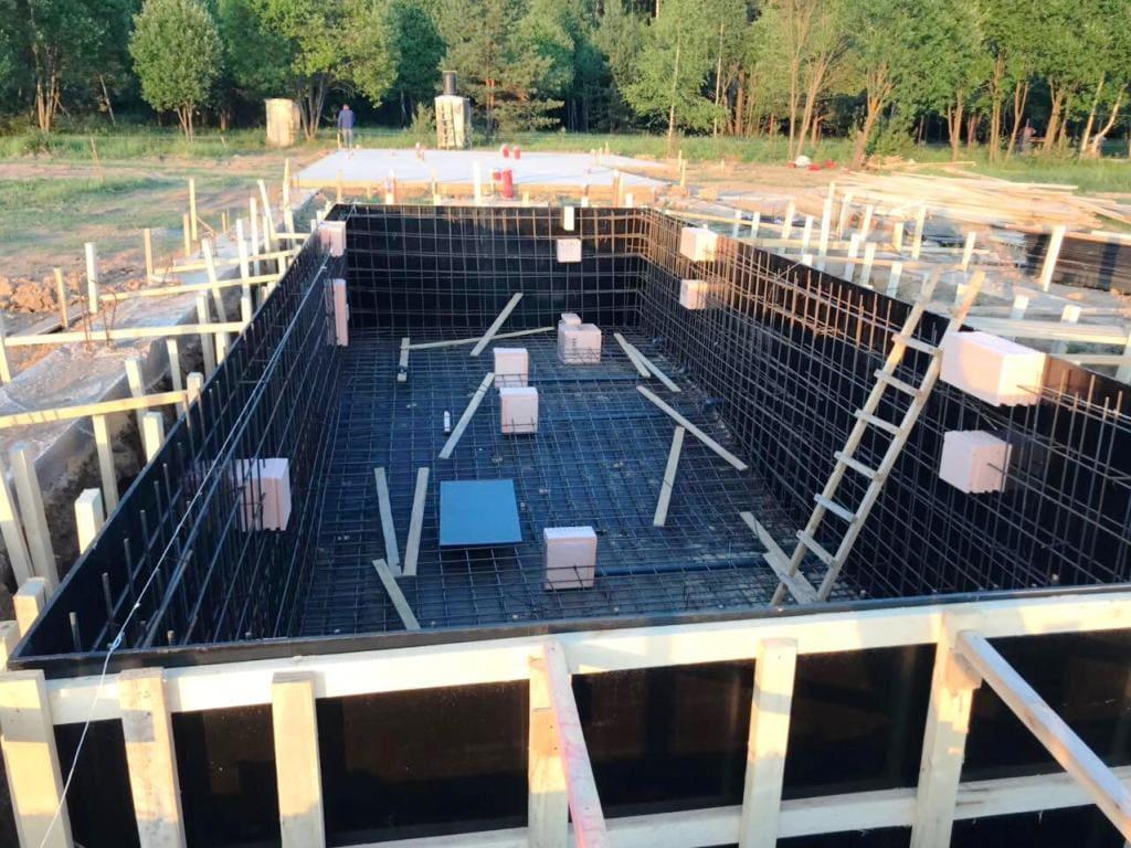 Установка пенополистирола в места будущей установки закладных элементов