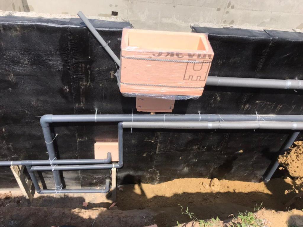 Подводка трубопровода к месту установки закладных