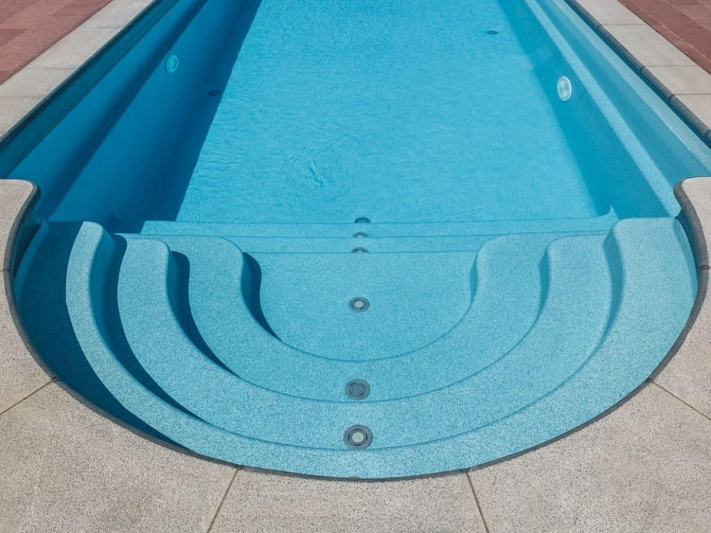 Вода в бассейне с оборудованием которое правильно подобрано и отлично работает