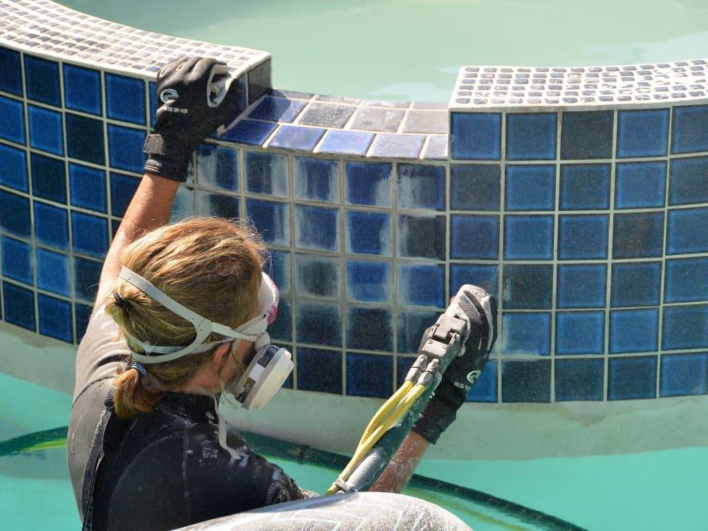 Ремонт покрытия бассейна