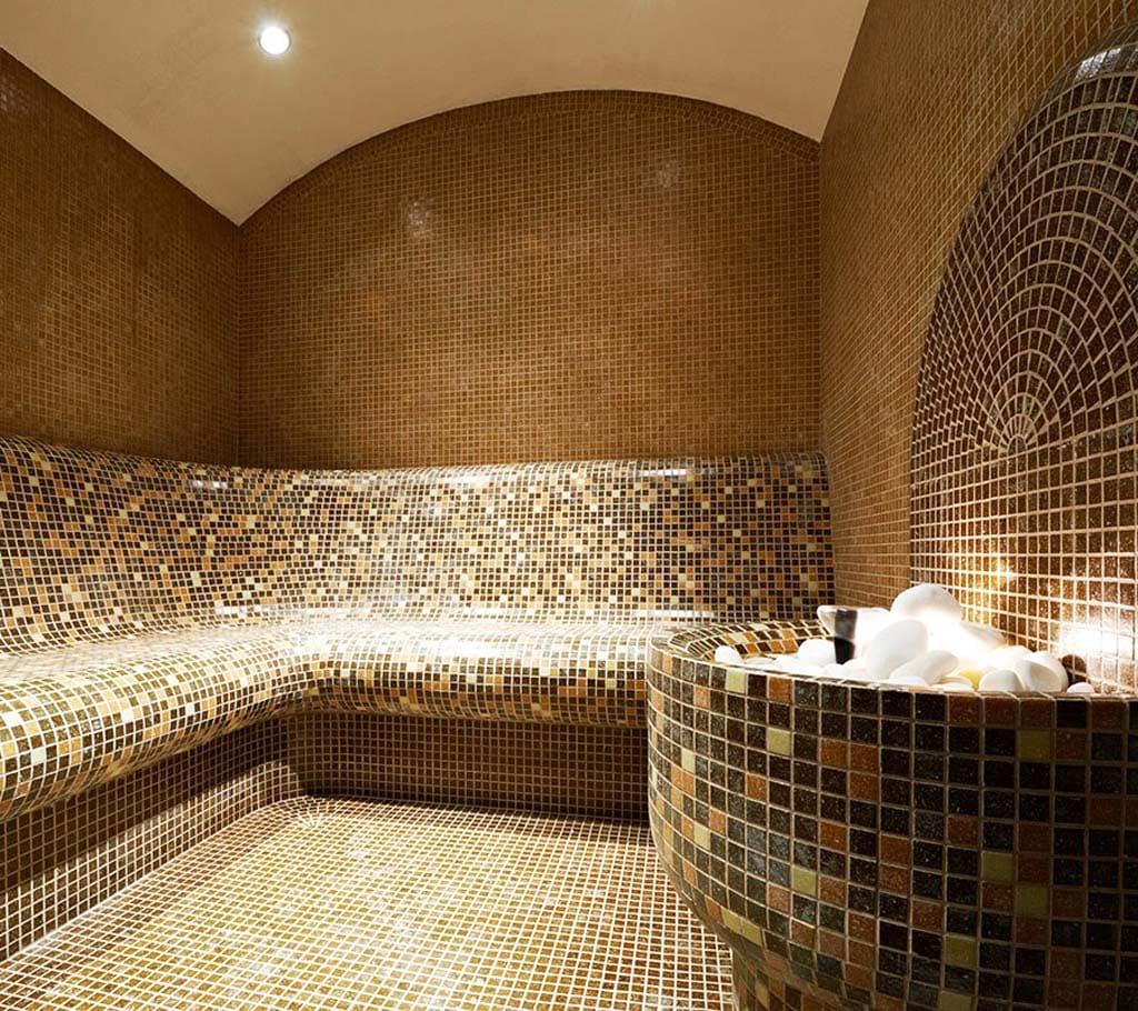 Куполообразная  форма потолка в турецкой бане