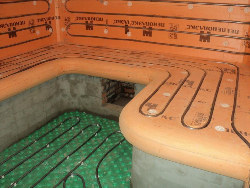 Водяной подогрев на полу и лежаках в хамаме