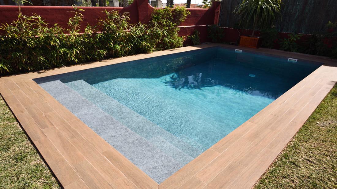 Прямоугольный бассейн, покрытый пленкой Alkorplan Touch Prestige