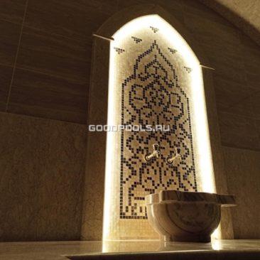 Панно в портале выполнено из мраморной мозаики