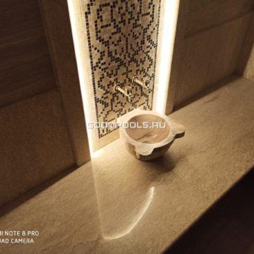 Мраморные лежаки в турецком хамаме