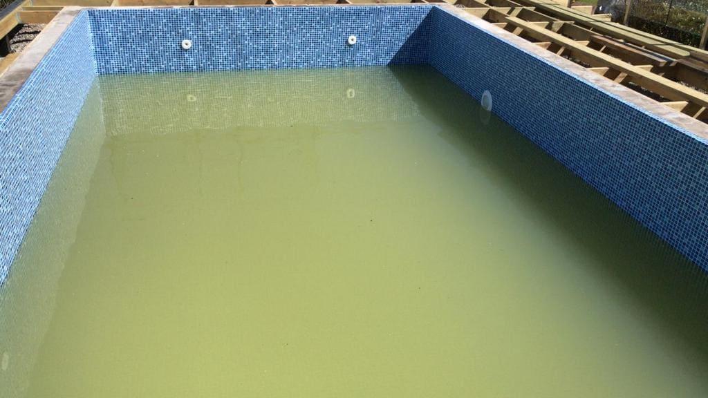 Мутная вода в бассейне из-за железа в скважине