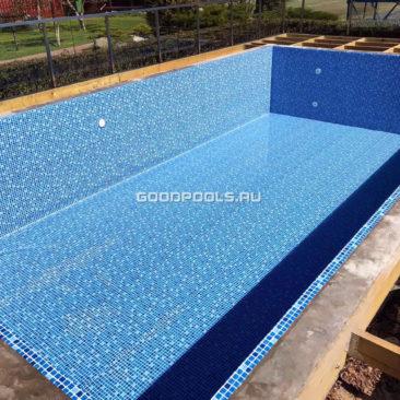 Заливаем воду в бассейн после ремонта